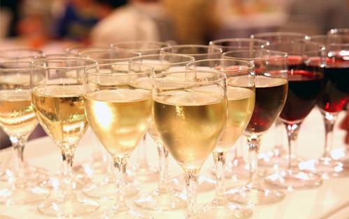 ワイン会イメージ_グラスたくさん
